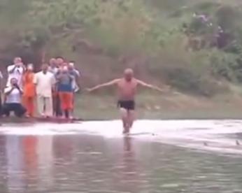 Monge bate recorde ao correr 125m sobre a água
