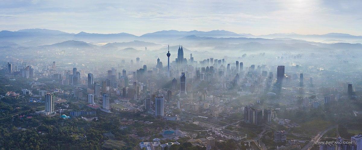 Entardecer a partir de helicóptero em Kuala Lampur, maior cidade da Malásia.