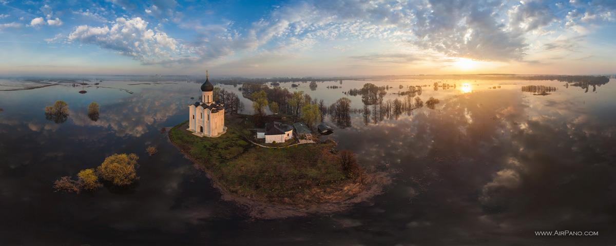 Igreja da Intercessão da Virgem Maria, na Rússia, terra-natal dos idealizadores do projeto.