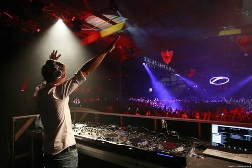 Armin Van Buuren - O show Mirage, para os amantes da música eletrônica