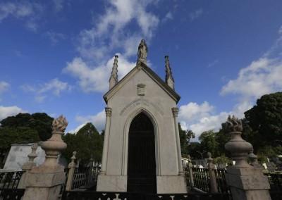 Dos corredores às igrejas, é possível verificar as influências da arquitetura do local