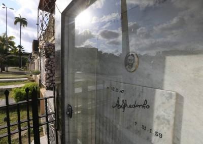 E também Alfredinho, garoto de classe média, morto aos 11 anos de leucemia