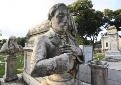 Ademais, os monumentos são os atrativos para os que circulam pelo local