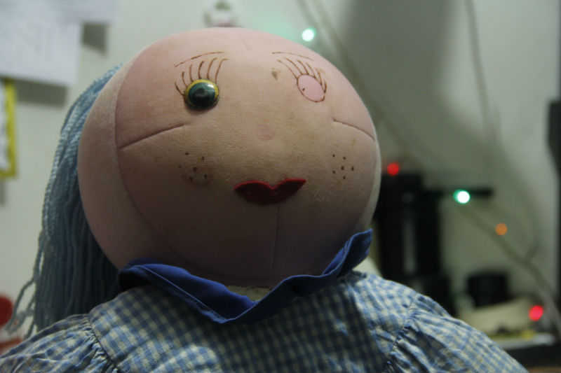 Boneca de 27 anos precisa de reparos. Créditos: Paulo Trigueiro/DP.