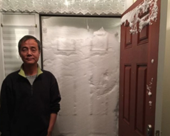 """Neve acumulada em portas deixa casal em """"cárcere privado"""", nos EUA"""