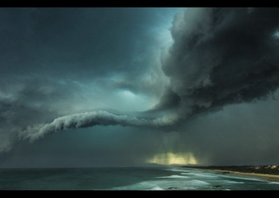 "Tempestade em Tacking Point, Austrália, venceu na categoria ""At the Water's Edge"""