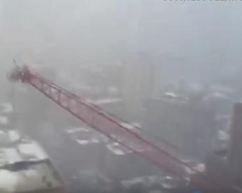 Guindaste cai e tira a vida de uma pessoa em Nova York