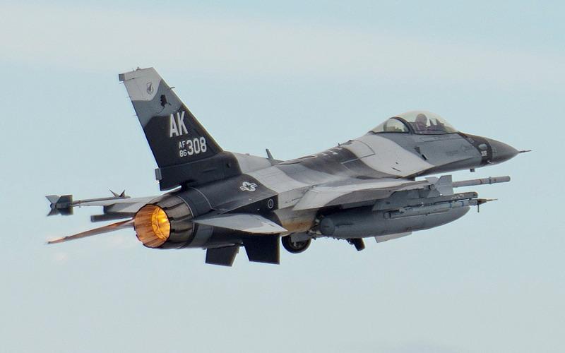 Avião atira acidentalmente contra própria torre de controle