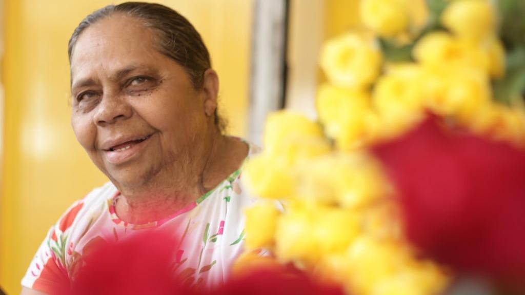 Florista, há 34 anos, oferece rosas e conselhos, no Centro do Recife