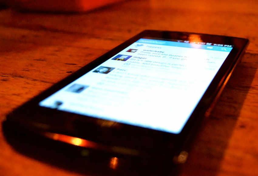 Preso por furto rouba celular de escrivão na delegacia