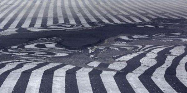 Onda de calor derrete asfalto na Índia