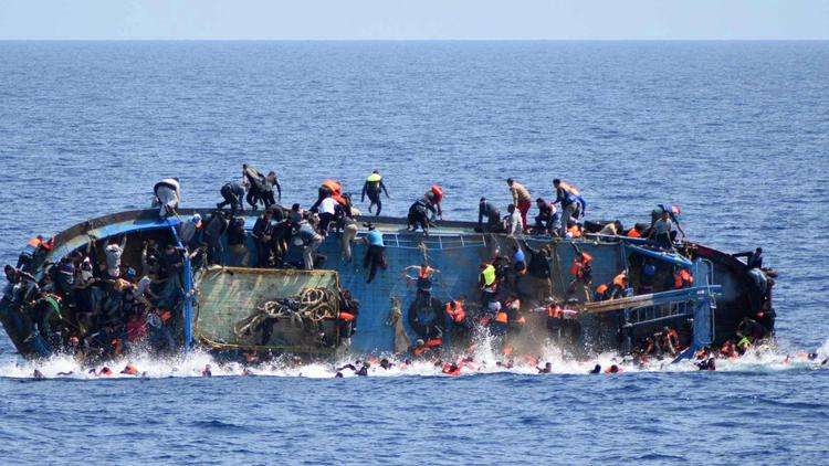 Câmera registra naufrágio de mais de 500 pessoas no Mediterrâneo