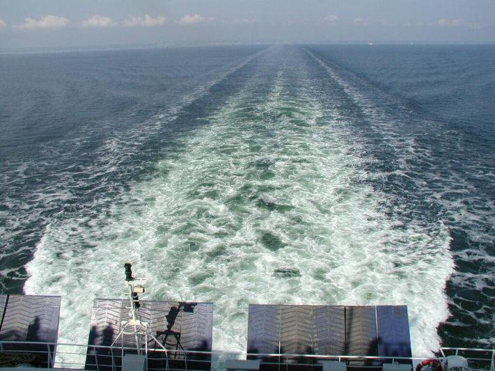 Balsa quebra e passageiros tocam tema de Titanic, em Santos