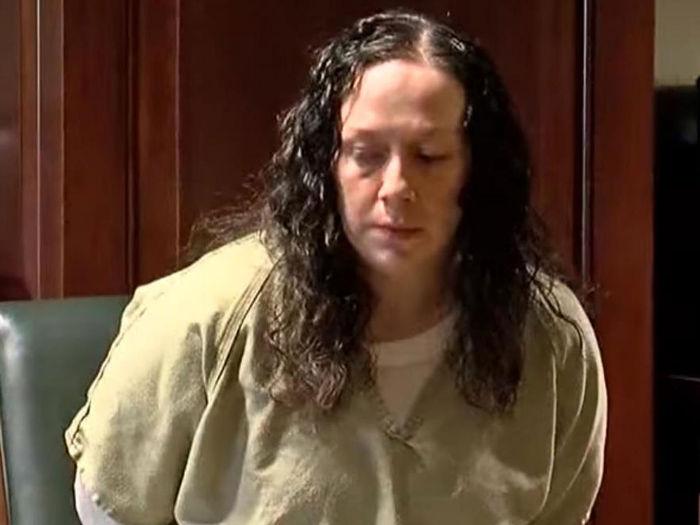 Mãe confessa ter trocado filha, com abusador, por heroína