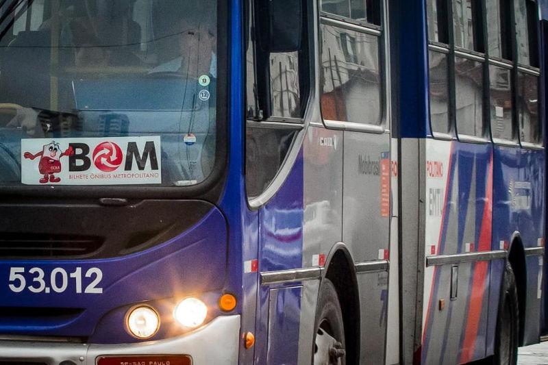 Rapaz rouba ônibus de terminal para chegar cedo em casa