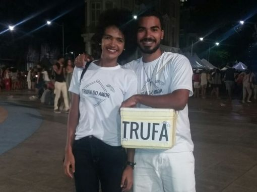 Para pagar casamento, noivos vendem trufas e coxinhas nas ruas do Recife