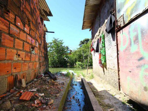 Pernambucanos criam casa flutuante para comunidades ribeirinhas