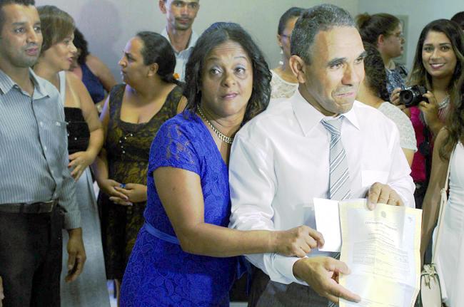 Casal José Francisco e Rosana, primeiro beneficiado pela lei em 2016. Arpen-SP/Divulgação