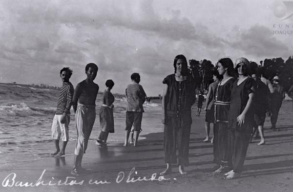Banhistas em praia de Olinda, 1920 / HM - Fundação Joaquim Nabuco
