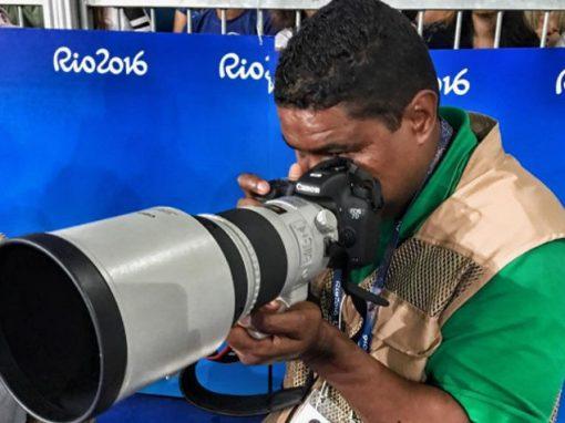 Fotógrafo cego faz sucesso registrando Paralimpíadas