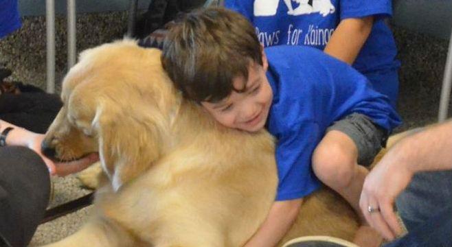 Garoto autista não podia ser tocado, até conhecer seu cão terapeuta