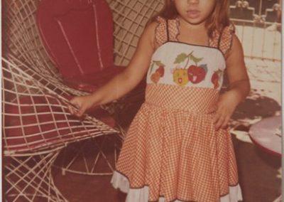 A mãe  Isabel Cristina Gomes, hoje com 39 anos, quando criança