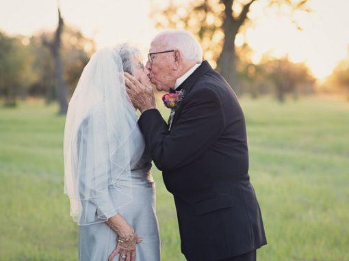 Após 70 anos, casal ganha sessão de fotos de casamento