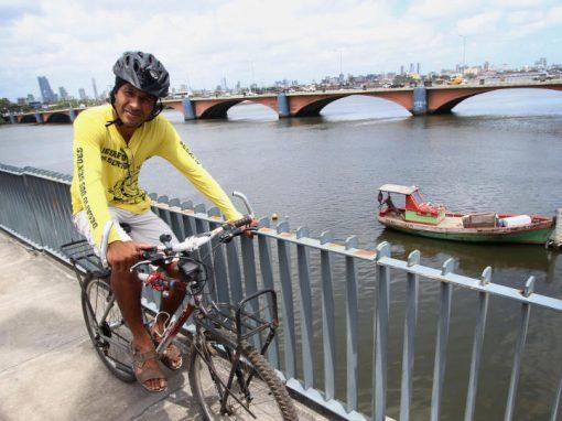 Homem tenta dar volta à América do Sul de bicicleta
