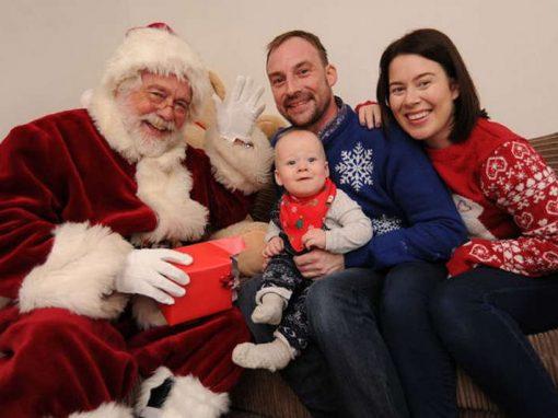 Em fase terminal de câncer, pai antecipa Natal com filho