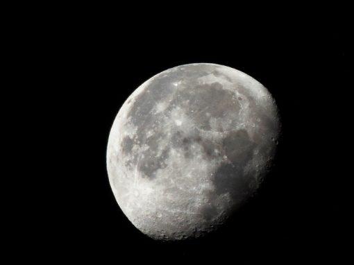 Eclipse lunar e cometa podem ser vistos no céu na sexta-feira