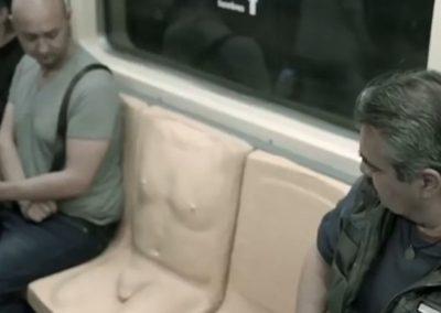 """Contra assédio, México põe """"pênis"""" em assento de metrô"""