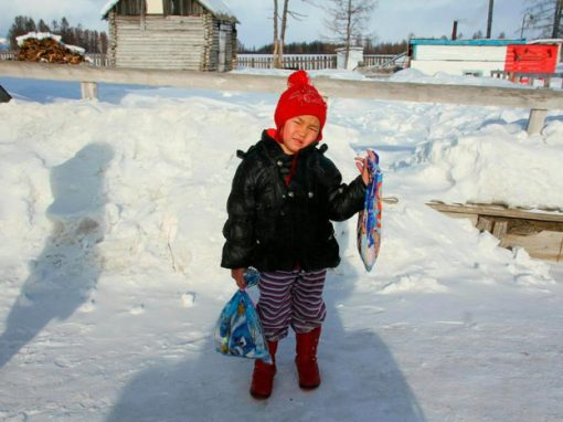 Menina atravessa região de lobos para ajudar os avós