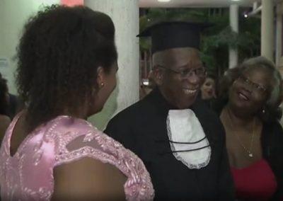 Aos 81 anos, homem se forma em Direito na sua terceira graduação