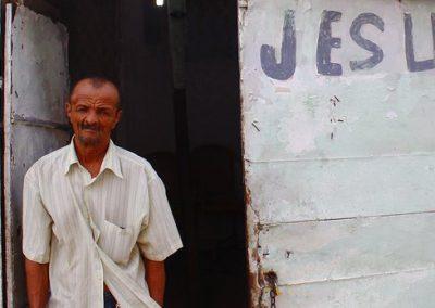 Uma igreja muito pobre no aterro de Aguazinha
