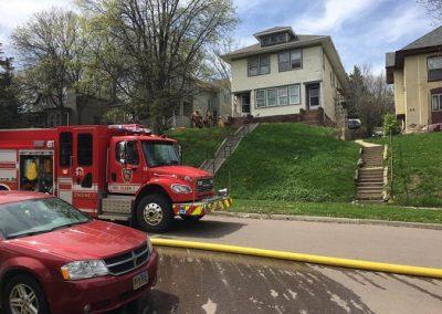 """Homem é preso por voltar a incêndio para """"salvar"""" cerveja"""