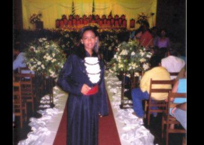 Juíza que trabalhou como faxineira para pagar curso de direito lança livro