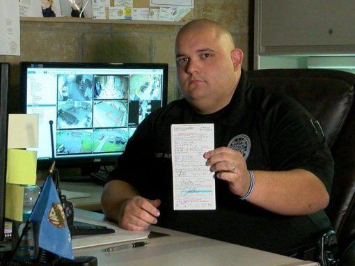 Policial multa a si mesmo por excesso de velocidade
