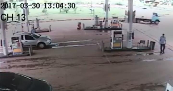 Caminhão atinge e passa por cima de mulher, que sai ilesa