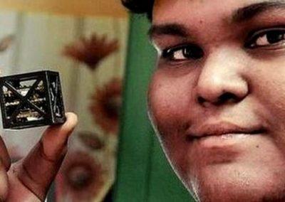 Indiano de 18 anos projeta o menor satélite do mundo