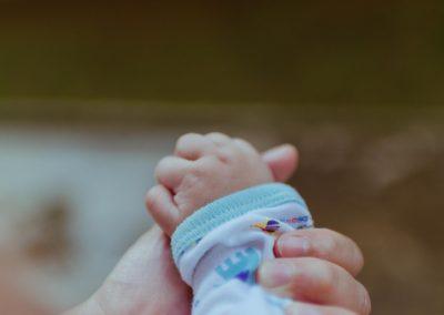 Casal é julgado por morte de bebê de 7 meses em dieta sem glúten e lactose
