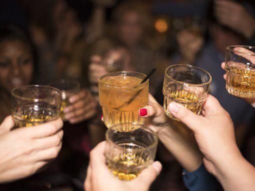 App promete bloquear cartão de crédito após consumo elevado de álcool