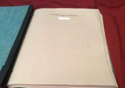 Estudante rebate tarefa de casa homofóbica com tese de 127 páginas