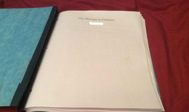 2c3ab5bb4 Estudante rebate tarefa de casa homofóbica com tese de 127 páginas
