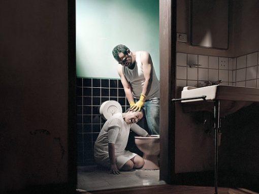 """Ensaio fotográfico recria ambiente das clínicas de """"cura gay"""""""