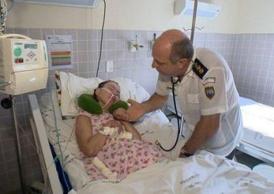 Mesmo aposentado, médico continua visitando paciente em coma há 17 anos