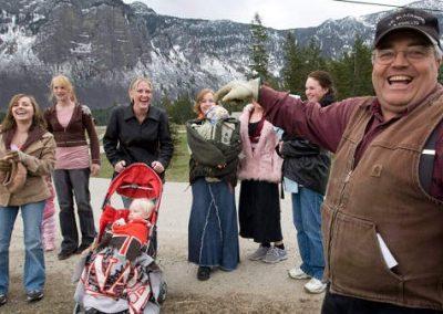 Com 24 esposas, ex-bispo é denunciado por poligamia