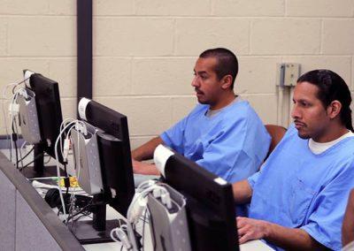 Presos aprendem programação e deixam vida de crime