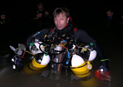 Mergulhador fica preso em caverna submersa por 60 horas