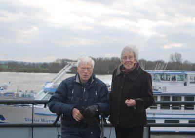 Idosos morrem de mãos dadas, após 65 anos de casados