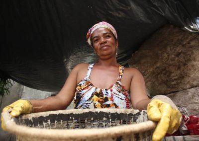 No coração de Brasília Teimosa, vive uma Rainha da Sucata
